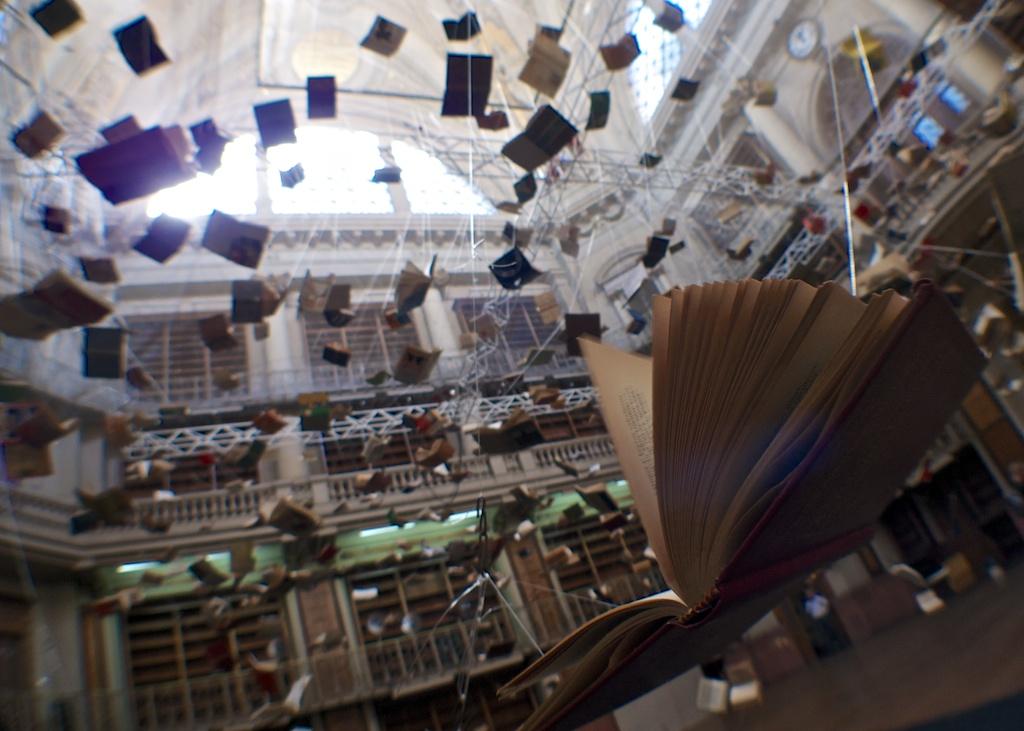 Les livres envolés à l'ancienne Bibliothèque Nationale, de l'exposition Flying Books, Buenos Aires/Boltanski