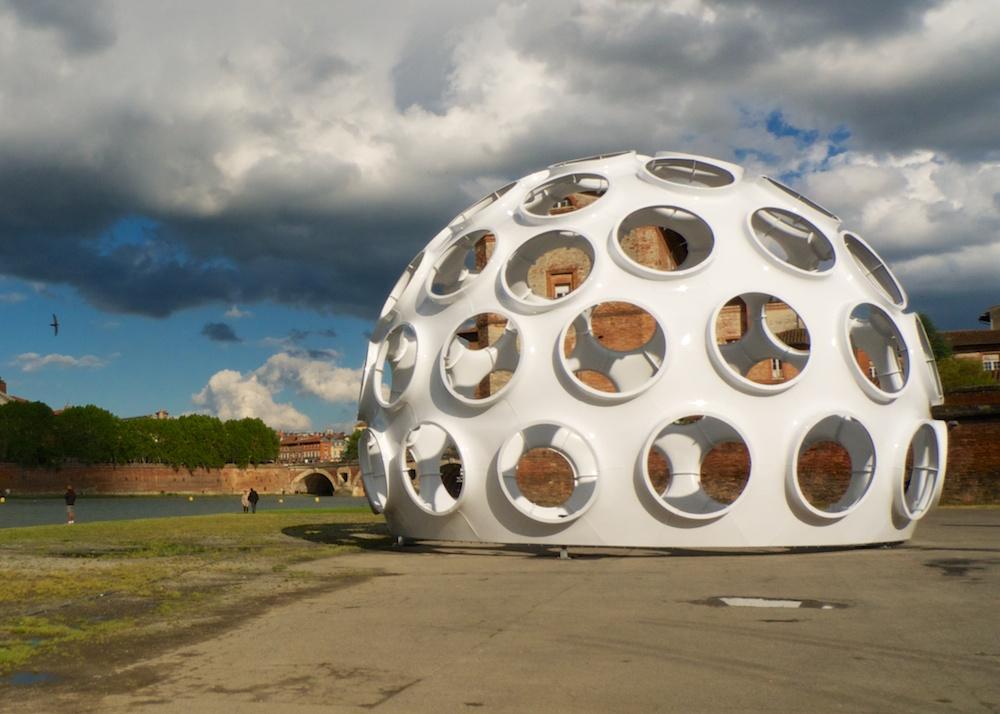 le 50 feet fly s eye dome de richard buckminster fuller urbain trop urbain. Black Bedroom Furniture Sets. Home Design Ideas