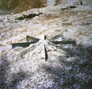 19_robert-smithson-chalk-mirror-displacement-1969-1