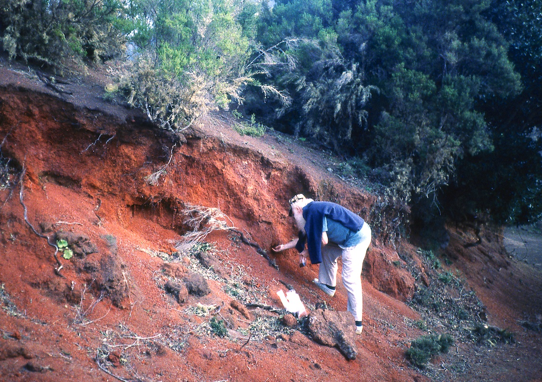 Herman de Vries collecting earth, montana colorada, Canaries, 1994