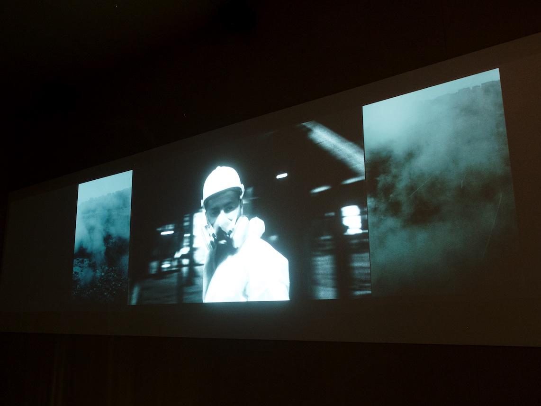 Installation vidéo de Franck Pourcel, dans la micro-architecture en forme d'écoballe — ©Matthieu Duperrex