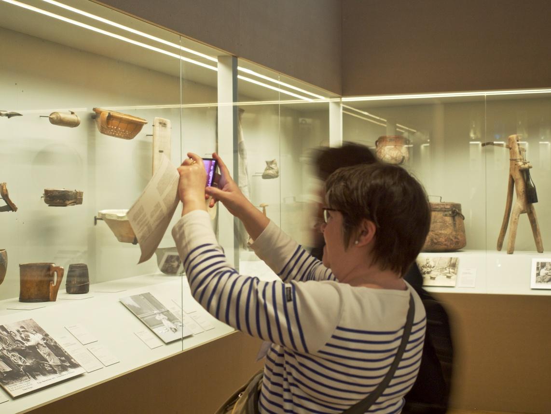 Les objets réparés tirés des collections du MuCEM, du Quai Branly, de l'écomusée de Cuzals, du musée Guatelli… — ©Matthieu Duperrex