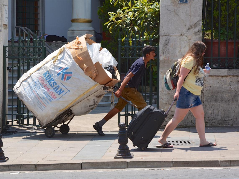 La tournée de Yunus, récupérateur (toplayicilar) à Istanbul – ©Pascal Garret