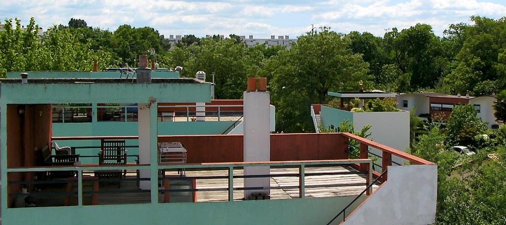 Sur le toit d'un gratte-ciel.