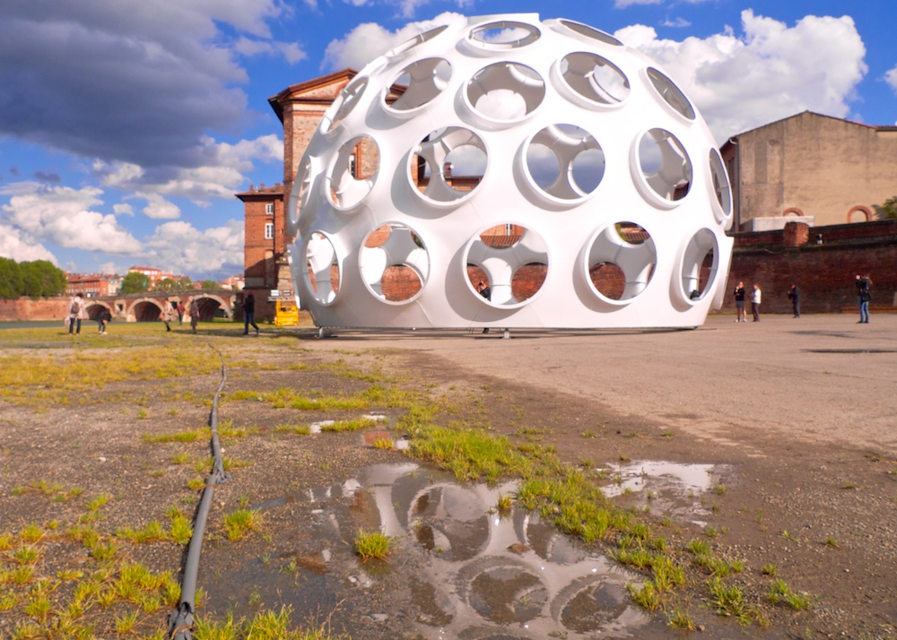 50-feet-Fly-s-Eye-Dome_Reflet