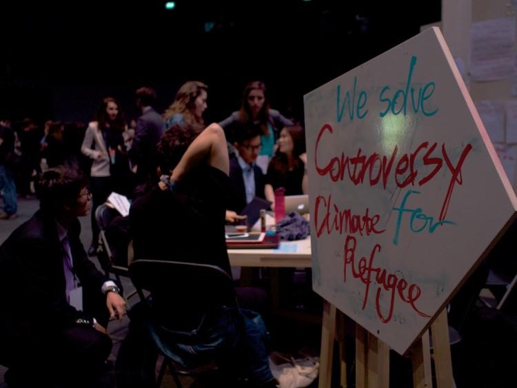Make it Work, le théâtre des négociations ©Urbain, trop urbain